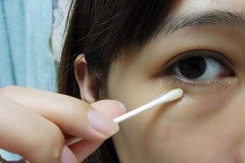 去黑眼圈小窍门 蜂蜜去黑眼圈的具体步骤
